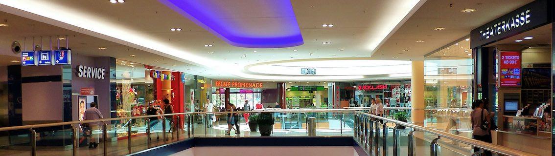 LED Leuchtbuchstaben Einkaufszentrum