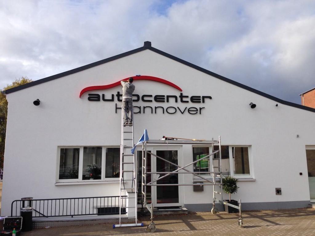 Montage Werbeanlage Autocenter Hannover3 Kopie