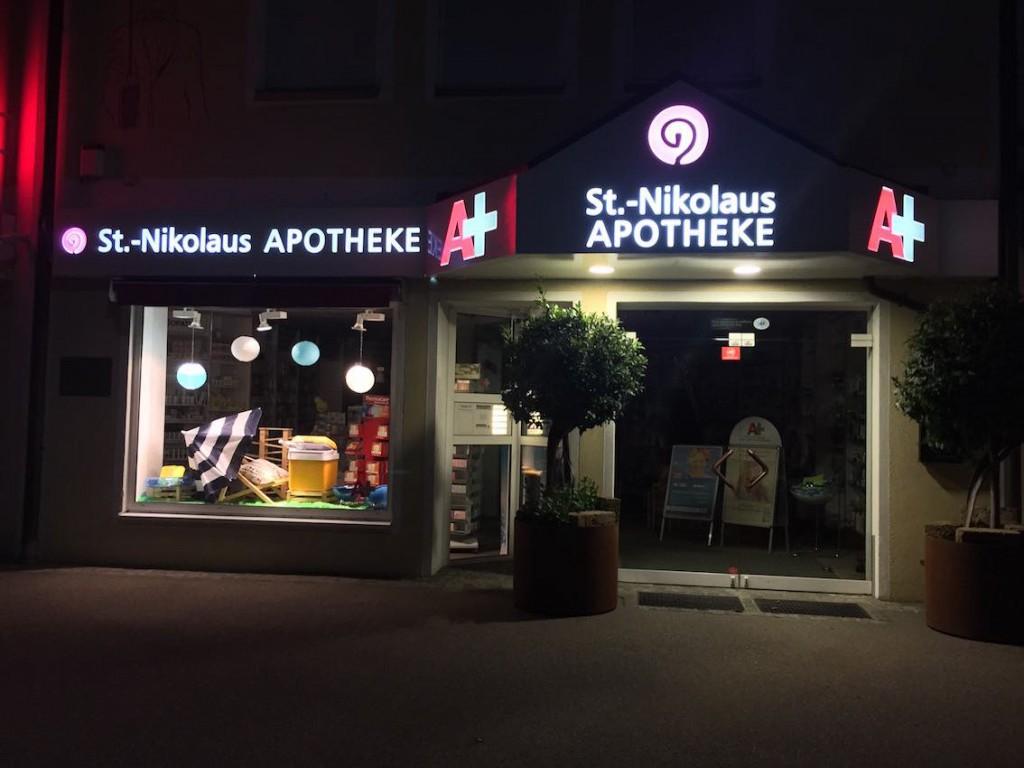 Werbeanlage St.Nikolaus Apotheke dekupiert 1