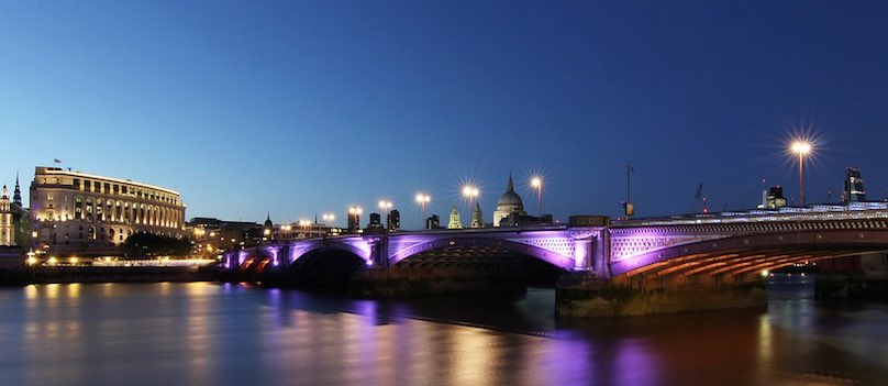 LED Lichtwerbung Stadt