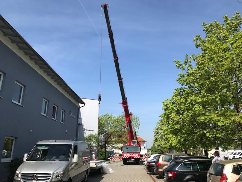60 Tonnen Kran für Werbepylon