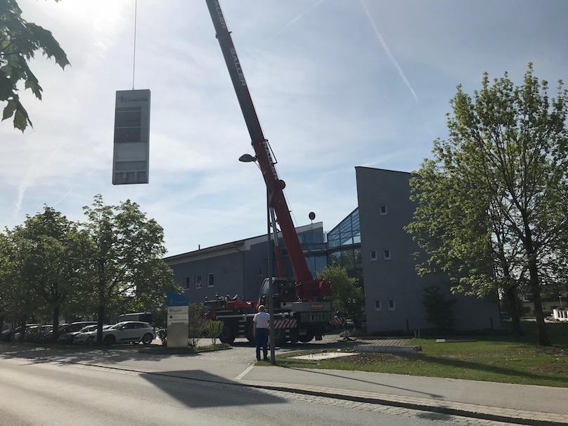Kran 60 Tonnen Aufbau Werbeplyon