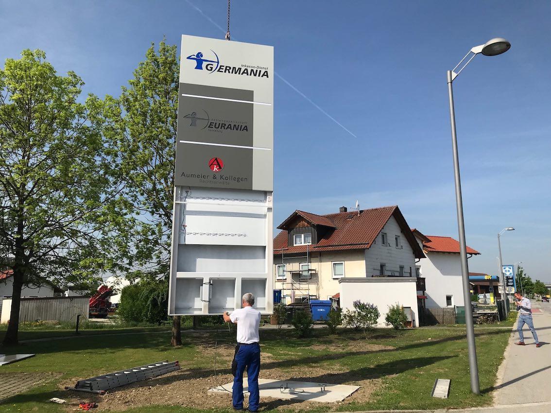Werbepylone Germania