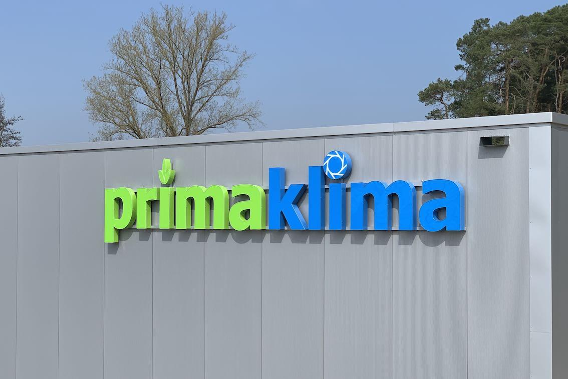LED Einzelbuchstaben im Übermaß in Grün und Blau