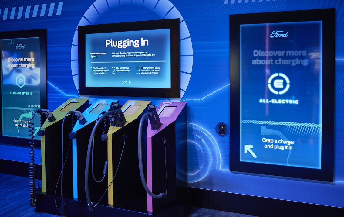 Digital Signage am Ford Messestand IAA