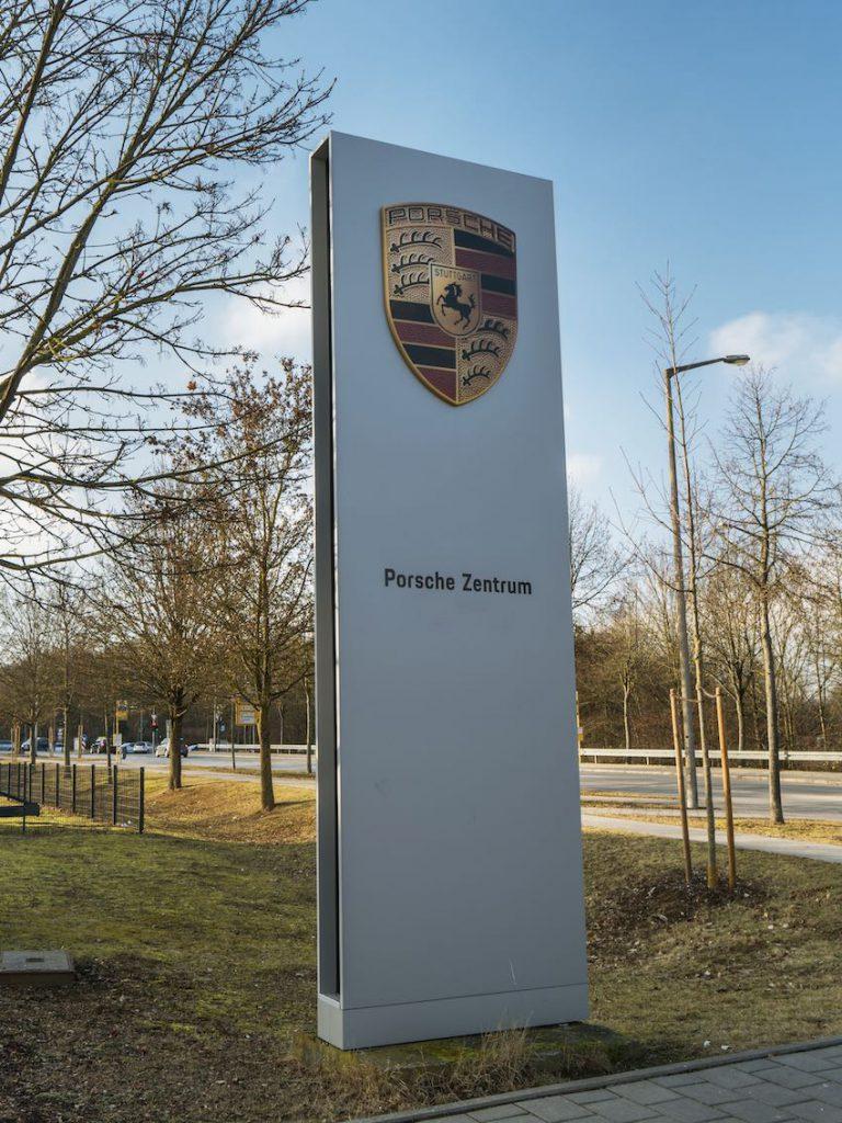 Porsche Aluminium Werbestele
